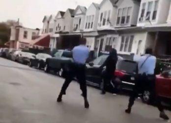 Σοκαριστικό βίντεο: Αστυνομικοί πυροβόλησαν Αφροαμερικανό που κρατούσε μαχαίρι