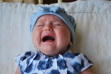 κλαίει το μωρό μαμά