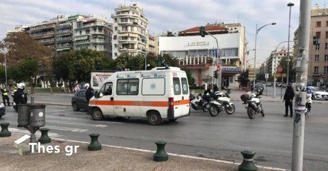 Θεσσαλονίκη: Αυτοκίνητα συγκρούστηκαν και παρέσυραν πεζό – Δύο οι τραυματίες (ΦΩΤΟ)