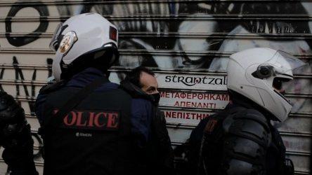 Σεπόλια: Συνέλαβαν νεαρό κάτω από το σπίτι του – Στο νοσοκομείο με έμφραγμα ο πατέρας του (ΒΙΝΤΕΟ)