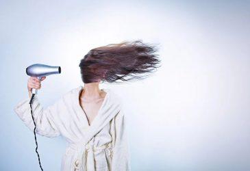 5 τρόποι για να έχετε περιποιημένα μαλλιά στο σπίτι