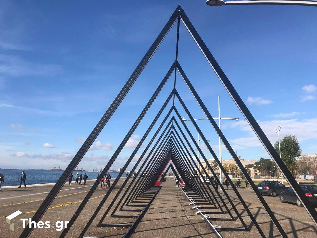 Θεσσαλονίκη: Ετοιμες να φωτίσουν την παραλία οι χριστουγεννιάτικες τριγωνικές αψίδες (ΦΩΤΟ), φωτογραφία-4