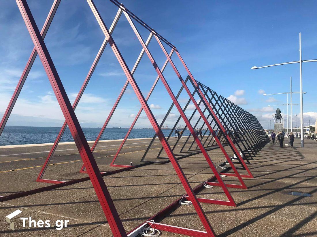 Θεσσαλονίκη: Ετοιμες να φωτίσουν την παραλία οι χριστουγεννιάτικες τριγωνικές αψίδες (ΦΩΤΟ), φωτογραφία-3