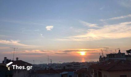 Ανω Πόλη: Επιχείρηση καθαρισμού του Δήμου Θεσσαλονίκης με τη συνδρομή πυροσβεστών εξειδικευμένων