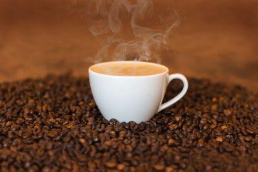 Τα σημάδια που δείχνουν ότι πίνετε πολύ καφέ