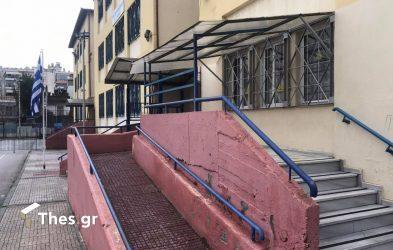 Δήμος Θεσσαλονίκης: Τοποθετούνται ανελκυστήρες για άτομα με αναπηρίες σε σχολεία