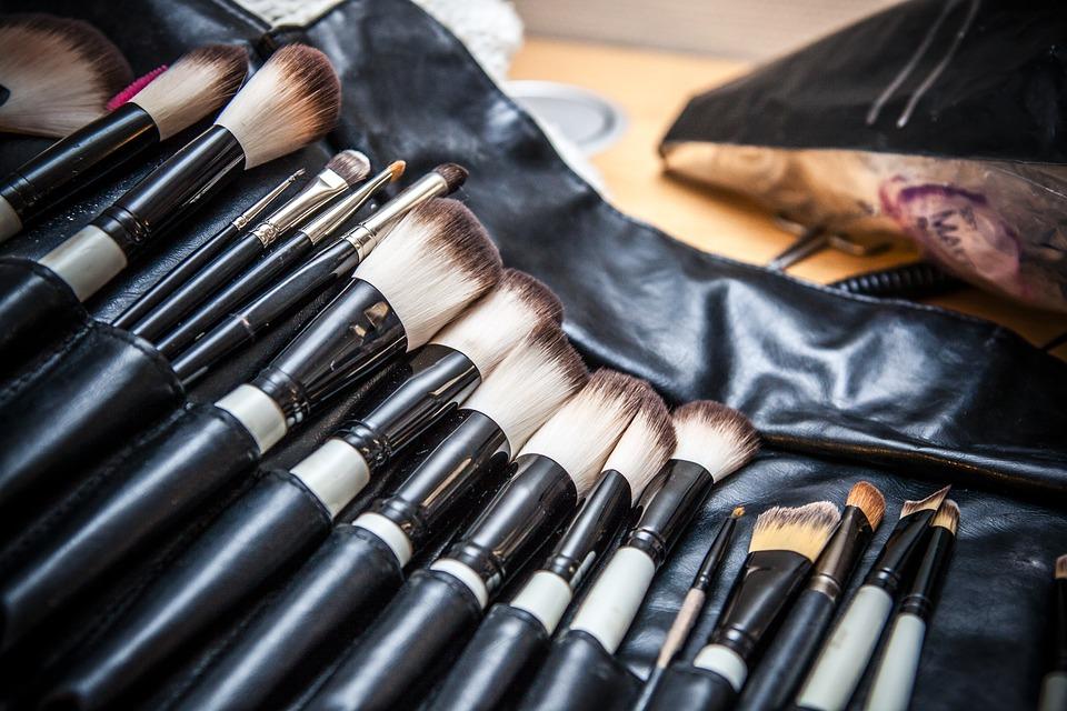 εργαλεία ομορφιάς πινέλα μακιγιάζ