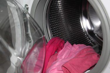 Τα 6 λάθη που κάνουμε όταν πλένουμε τα ρούχα μας στο πλυντήριο