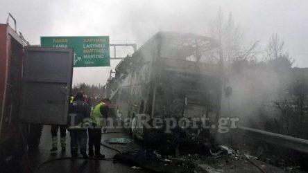 Λεωφορείο του ΚΤΕΛ Θεσσαλονίκης παραδόθηκε στις φλόγες