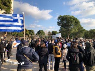 Θεσσαλονίκη: Αρνούνται να φύγουν από τον Λευκό Πύργο οι διαδηλωτές (ΒΙΝΤΕΟ & ΦΩΤΟ)