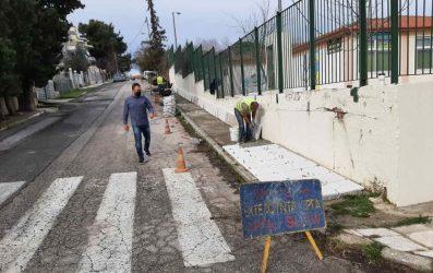 Αρχισαν οι εργασίες σε πεζοδρόμια και δρόμους στο Δήμο Ωραιοκάστρου