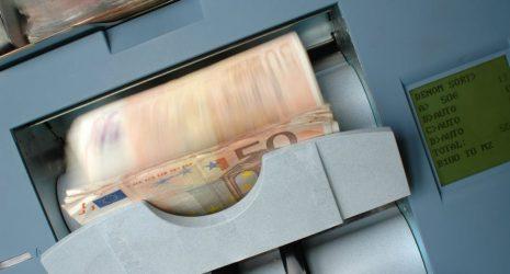 χρήμα ευρώ ΟΠΕΚΑ επίδοματα