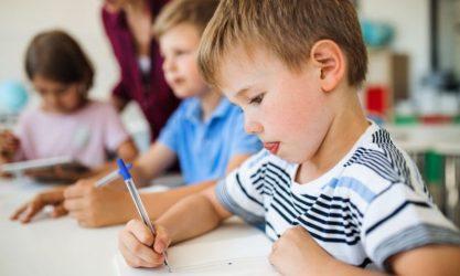 παιδί γράψιμο