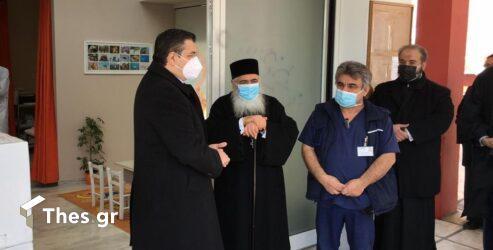 Ο Τζιτζικώστας παρέδωσε 3.000 τεστ κορονοϊού στο Κοινωνικό Ιατρείο της Μητρόπολης Νεαπόλεως (ΒΙΝΤΕΟ & ΦΩΤΟ)
