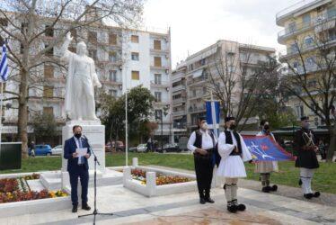 Σέρρες: Υψώθηκε το λάβαρο του Εμμανουήλ Παπά στην Πλατεία Ελευθερίας