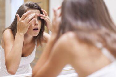 Δύο εύκολοι τρόποι για να εξαφανίσεις σπυράκι από το πρόσωπό σου