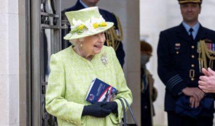 Γιατί η βασίλισσα Ελισάβετ φοράει πάντα πράσινα