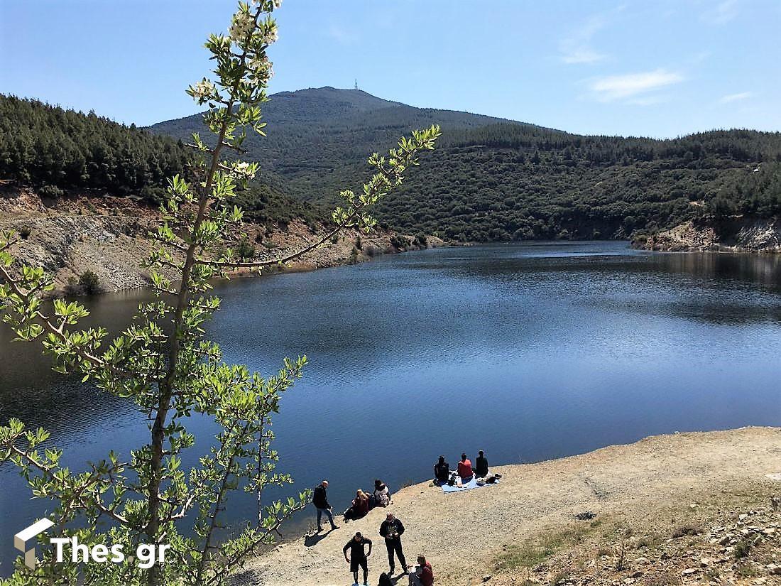 απόδραση στη λίμνη Τριαδίου