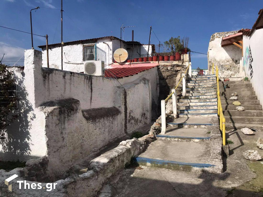 ωραία γειτονιά στην οδό Ισμήνης στην Ανω Πόλη