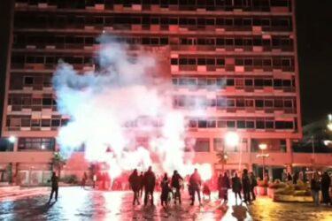 ΑΠΘ: Εληξε με πυροτεχνήματα η κατάληψη (ΒΙΝΤΕΟ)