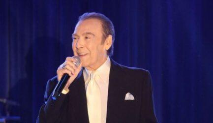 Τόλης Βοσκόπουλος: Σε κλίμα συγκίνησης το μνημόσυνο του τραγουδιστή
