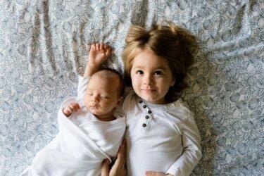 Πώς θα γίνει το παιδί σας καλύτερο με το αδελφάκι του