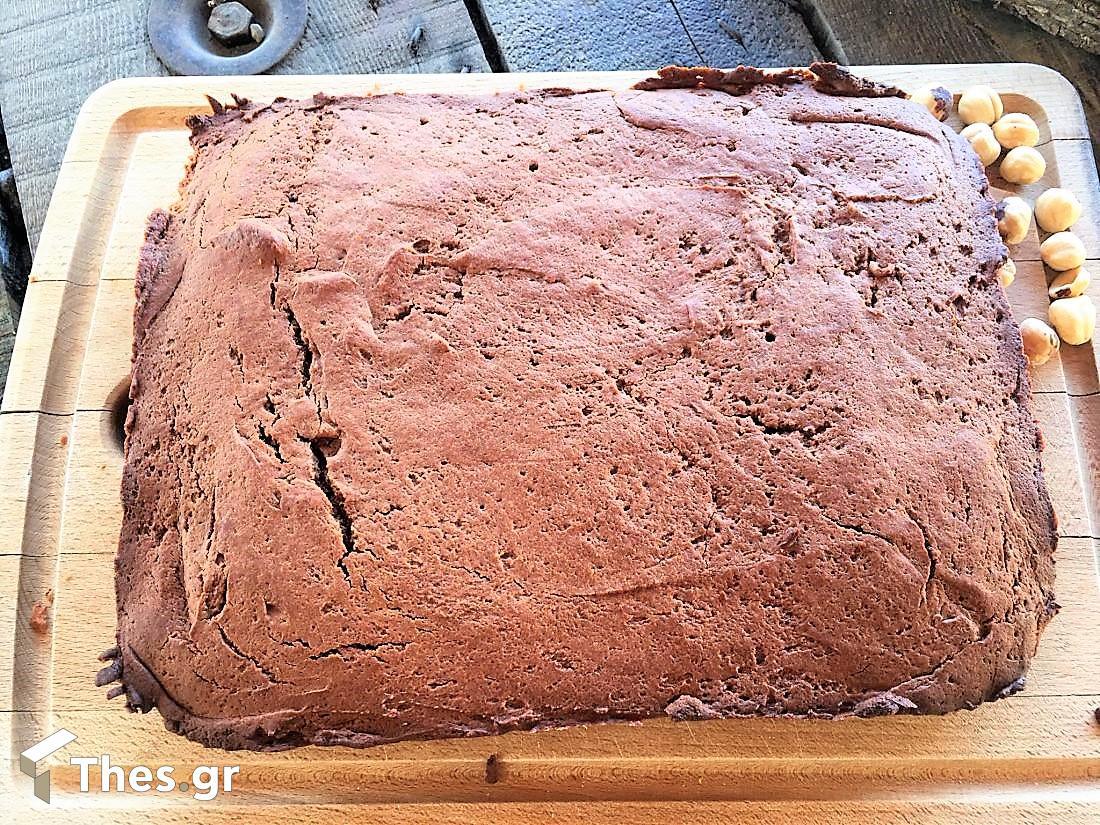 κέικ με μερέντα και τρία υλικά