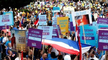 Κροατία: Χιλιάδες διαδηλωτές κατά της άμβλωσης