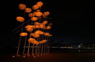 Θεσσαλονίκη: Πορτοκαλί οι «Ομπρέλες» του Ζογγολόπουλου (ΦΩΤΟ)