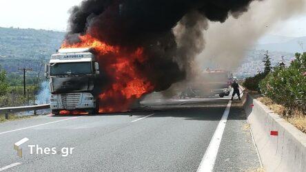 Σέρρες: Φορτηγό τυλίχτηκε στις φλόγες στην Εγνατία Οδό (ΒΙΝΤΕΟ)