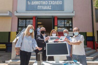 Δήμος Πυλαίας – Χορτιάτη: Μοίρασε υπολογιστές σε σχολεία