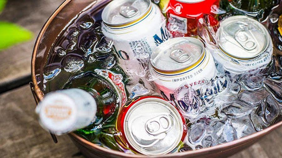 κρύα αναψυκτικά ποτά και μπύρες