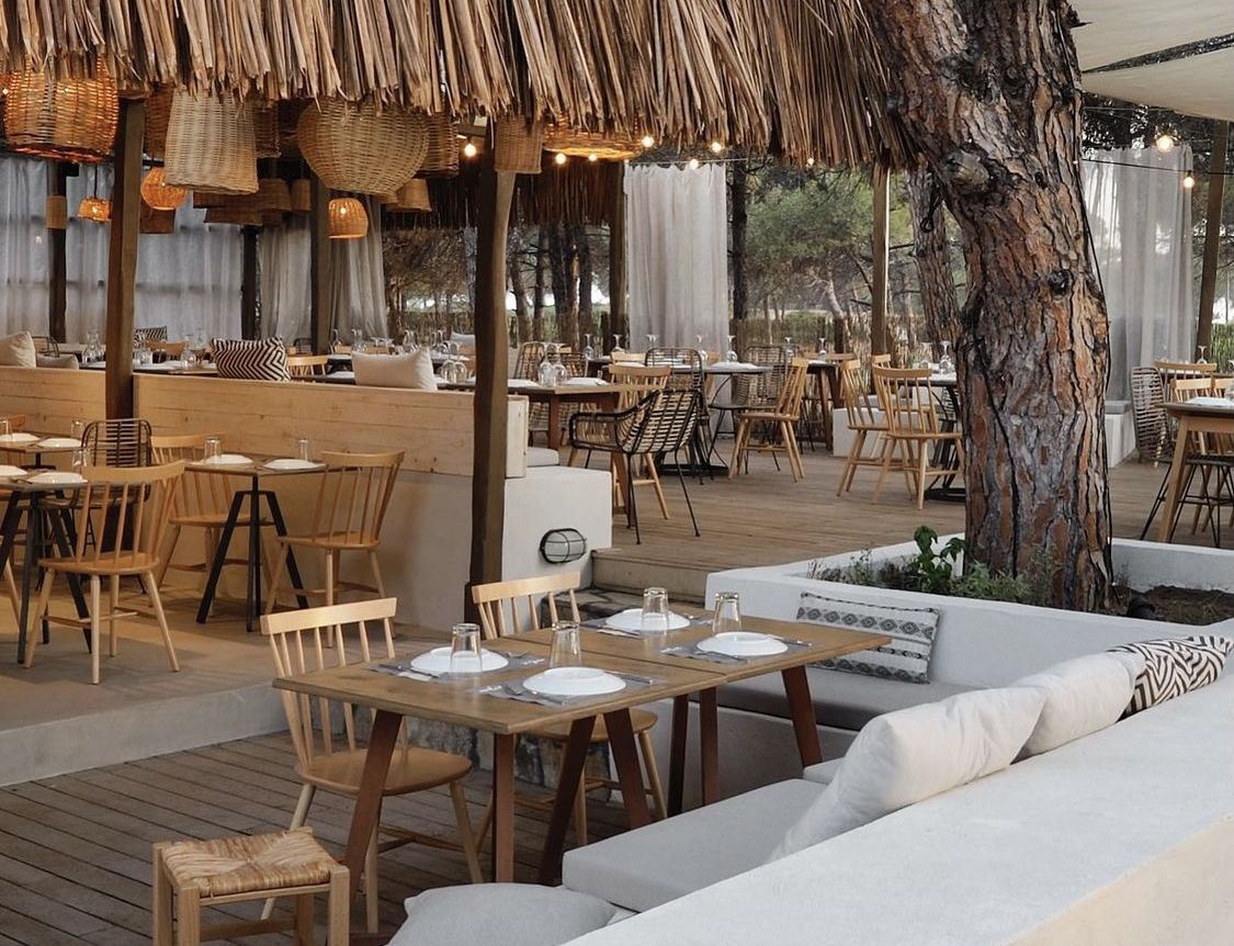 Μelia Restaurant παραλία Καρύδι Βουρβουρού Χαλκιδική