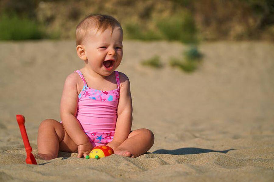 προστατεύστε το μωρό σας από τον καλοκαιρινό ήλιο