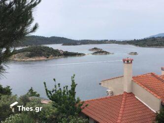Ανακαλύψτε το σημείο με την καλύτερη θέα στα εξωτικά νησάκια στη Βουρβουρού (ΒΙΝΤΕΟ & ΦΩΤΟ)
