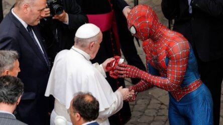 Τον… Spider Man συνάντησε ο Πάπας Φραγκίσκος