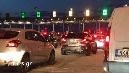 Ουρές τα αυτοκίνητα στα διόδια του Αιγινίου (ΦΩΤΟ)