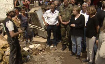 Γερμανία: Η Μέρκελ επισκέφθηκε τις πληγείσες περιοχές και υποσχέθηκε στήριξη (ΒΙΝΤΕΟ)