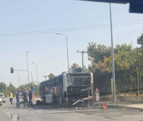 Θεσσαλονίκη: Λεωφορείο κάηκε ολοσχερώς (ΦΩΤΟ)