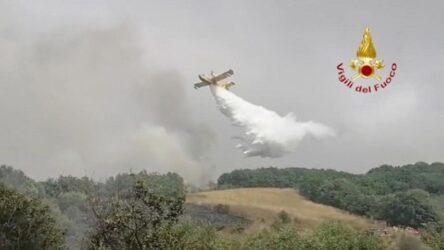 Καίγεται για τρίτη μέρα η Σαρδηνία – Εφτασαν τα δυο Καναντέρ από την Ελλάδα