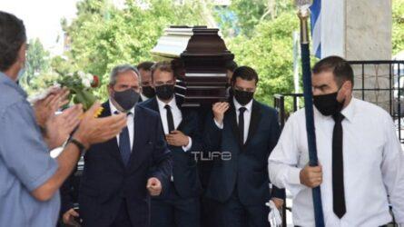 """Τόλης Βοσκόπουλος: Θλίψη στο τελευταίο αντίο στον """"Πρίγκιπα"""" του ελληνικού τραγουδιού"""
