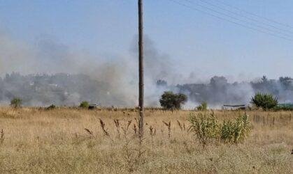 Φωτιά στην Περαία από κολώνα της ΔΕΗ – Χωρίς ρεύμα η περιοχή