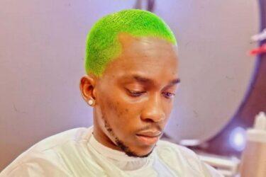 Ο Ολυμπιακός έκανε παρατηρήσεις σε παίκτη του που έβαψε το μαλλί του πράσινο