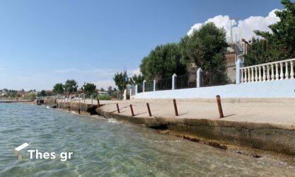 """Χαλκιδική: Η διάβρωση """"καταπίνει"""" τη γη και τα σπίτια έφτασαν στη θάλασσα (ΦΩΤΟ)"""