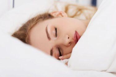 Γιατί δεν πρέπει να κοιμάσαι με το μακιγιάζ