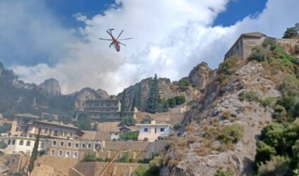 Εικόνες από τη φωτιά στο Αγιο Ορος (ΒΙΝΤΕΟ & ΦΩΤΟ)