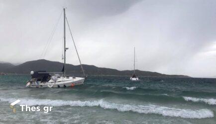 """Χαλκιδική: Το μπουρίνι """"σάρωσε"""" παραλίες στη Σιθωνία (ΒΙΝΤΕΟ & ΦΩΤΟ)"""