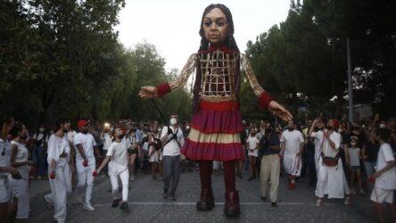 """Αθήνα: Στο κέντρο της πόλης η """"μικρή Αμάλ"""" (ΒΙΝΤΕΟ)"""