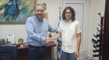 """Με τον μαθητή που """"έσκισε"""" στις Πανελλαδικές συναντήθηκε ο δήμαρχος Ωραιοκάστρου"""