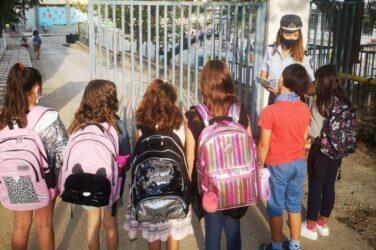 Θεσσαλονίκη: Τροχονόμοι διένειμαν ενημερωτικά φυλλάδια σε γονείς και μαθητές Δημοτικών σχολείων